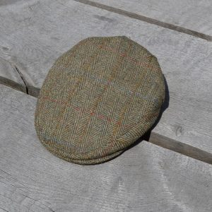 Harris Tweed Flat Cap Olive Koedoe & Co top